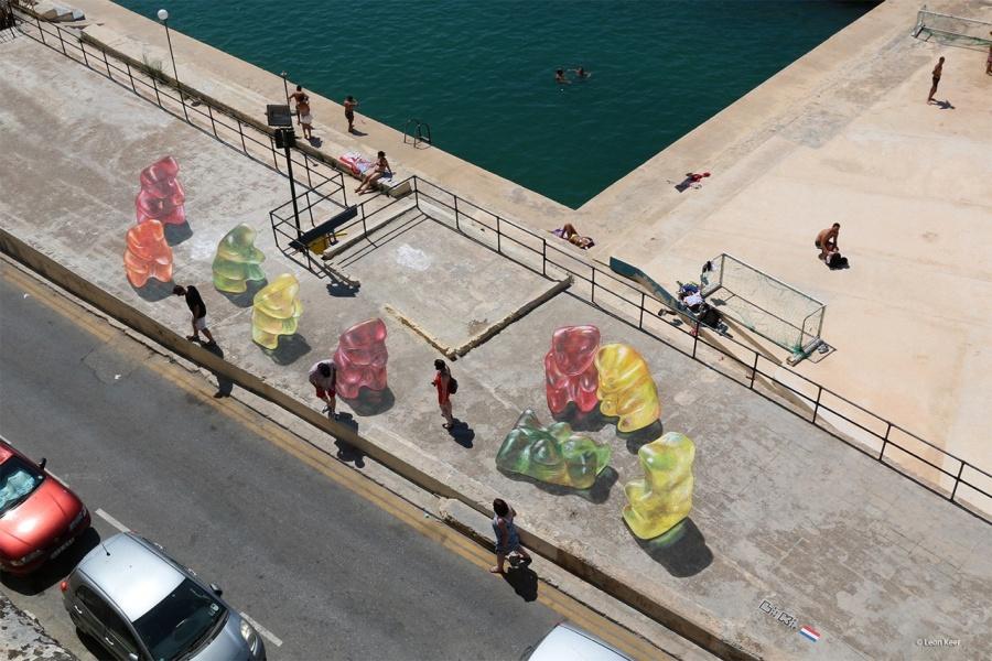 Malta, autor: Leon Keer (streetartutopia.com)