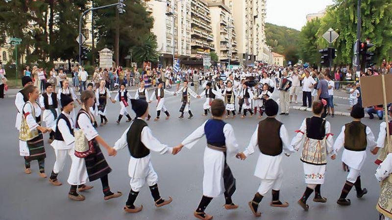 Kolo se igra svuda, pa i u centru Ućica na festivalu Licidersko srce, foto: S. Jovičić