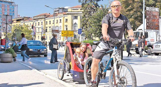 Milorad Dragašević sa ćerkama Nađom i Anjom (Foto S. Jovičić)