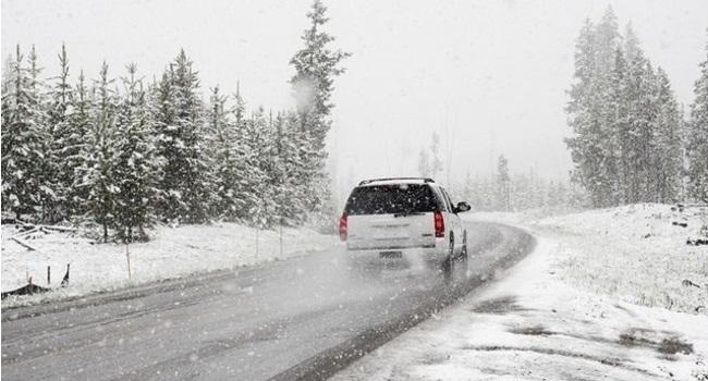 Zbog vremenskih uslova i snega na kolovozu otežan protok saobraćaja u celoj Srbiji