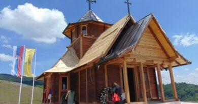 Svenarodni sabor kod crkve brvnare u Draglici
